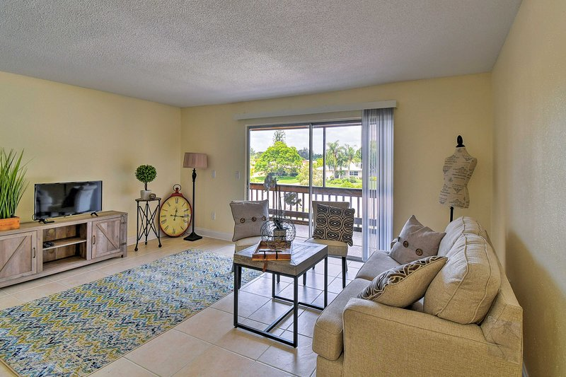 Updated Sienna Park Condo - 4 Miles to Siesta Key!, holiday rental in Sarasota
