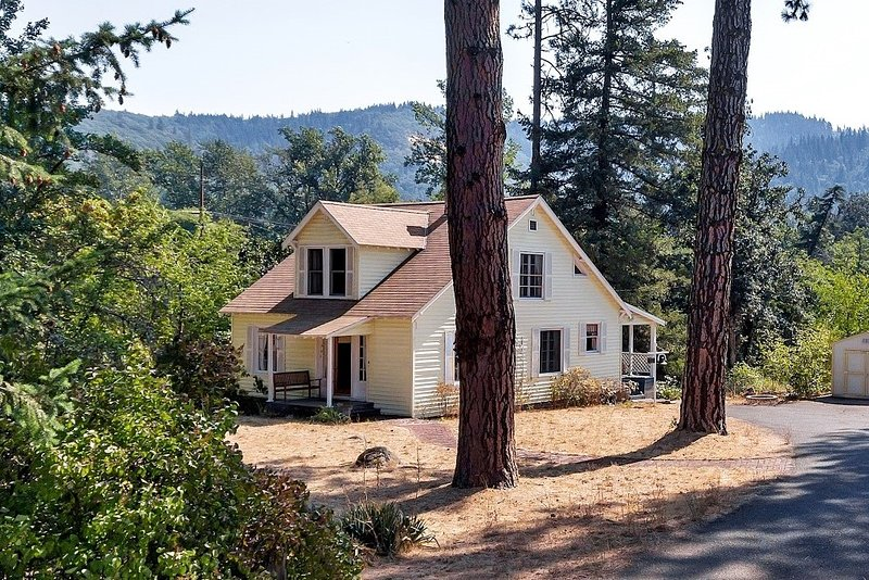 The Husum House- Columbia Gorge-White Salmon River, holiday rental in Trout Lake