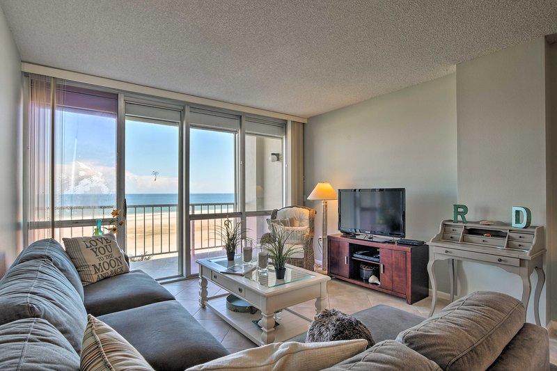 Shorefront Condo w/ Beach Access & Ocean Views!, location de vacances à Goodland