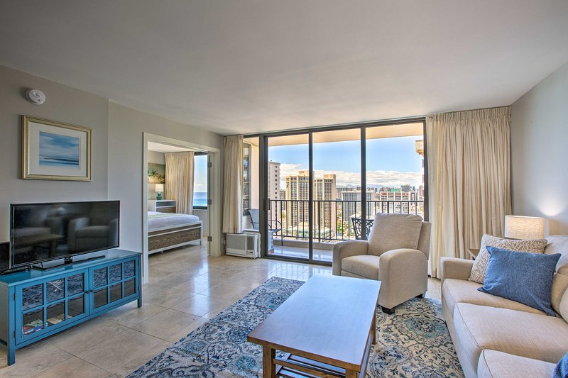 Fall in love with island living from this condo in the heart of Honolulu!