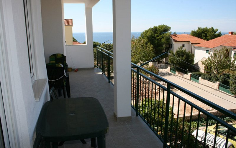 Baselovici Apartment Sleeps 5 with Air Con - 5409432, holiday rental in Primosten Burnji