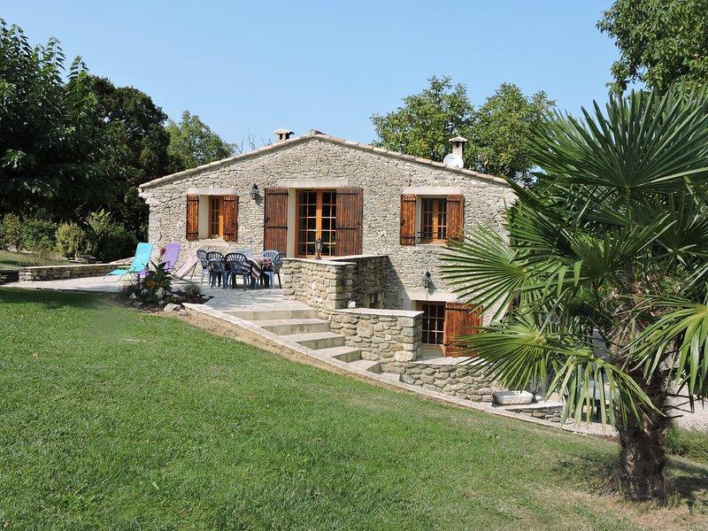 Gîte 'La Hugonnette' dans la Vallée de la Drôme, location de vacances à Divajeu