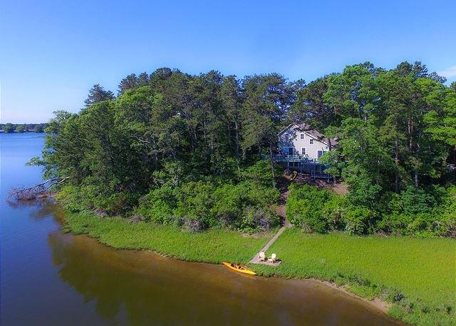 Three bedroom home sleeping 8 overlooking Swan Pond, vacation rental in South Dennis