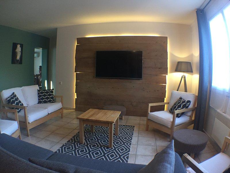 Grande maison de vacances tout confort à la campagne avec piscine (14 personnes), location de vacances à Geruge