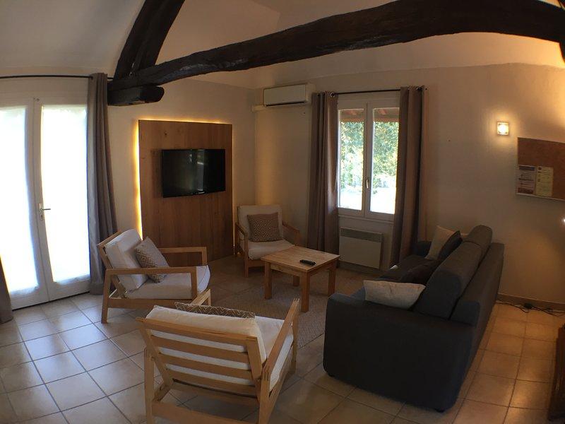 Maison de vacances tout confort avec piscine partagée (5 personnes), location de vacances à Geruge