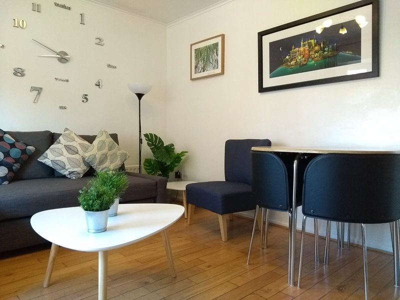 Very Central Downtown Location/ Parking / Private Entrance, vacation rental in Belfast
