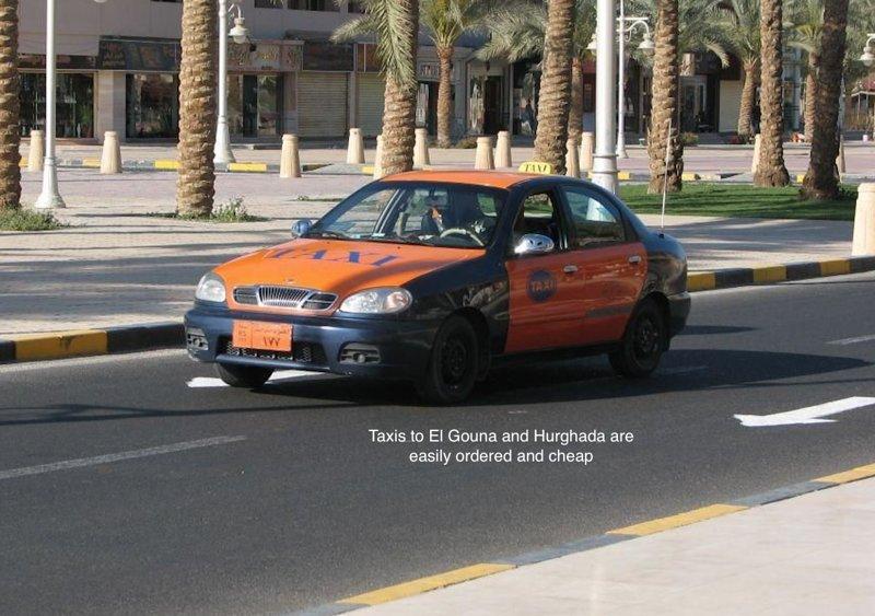 Táxis para El Gouna e Hurghada são facilmente encomendados e baratos.