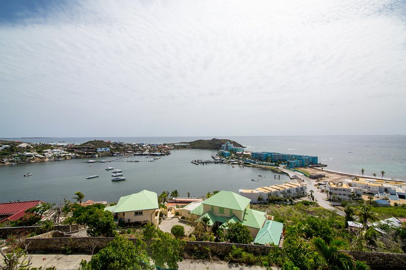 PARADIS ... Oyster Pond, St. Maarten