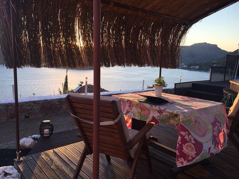 Sol se põe na área da piscina. Wi-Fi gratuito em toda a área