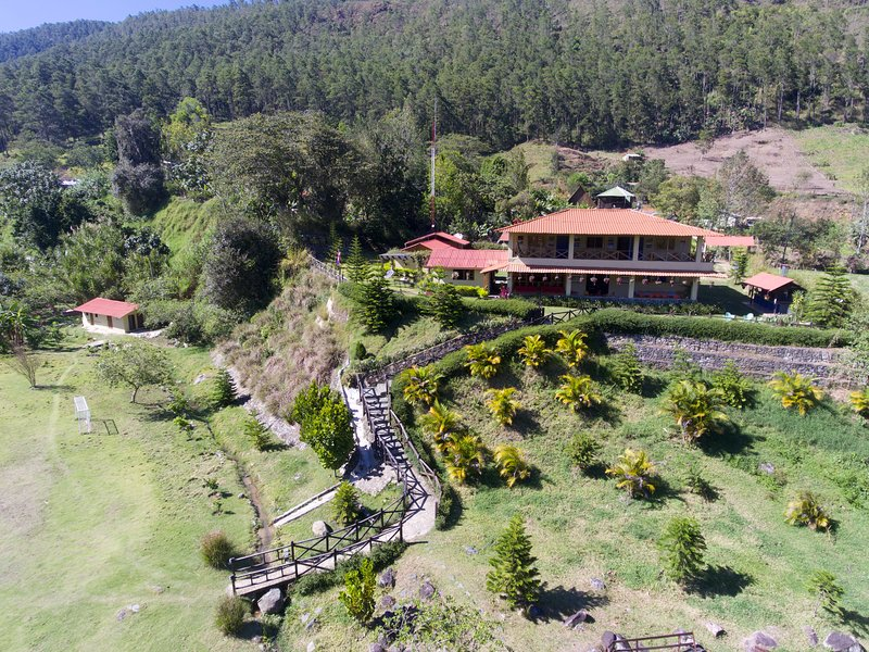 Centro de Visitantes Edwin Gómez / DESDE EL MEDIO, vacation rental in La Vega Province
