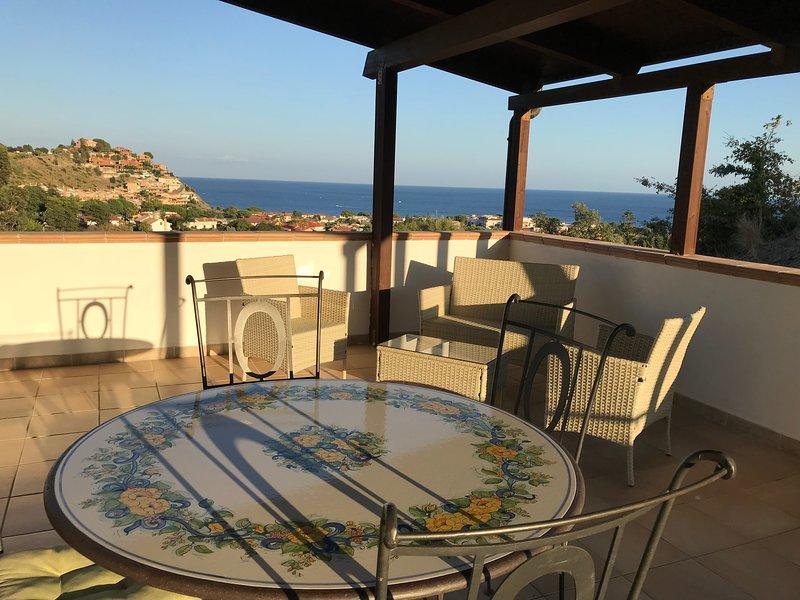 Villa Gio&Mar. Attico indipendente., holiday rental in Caminia