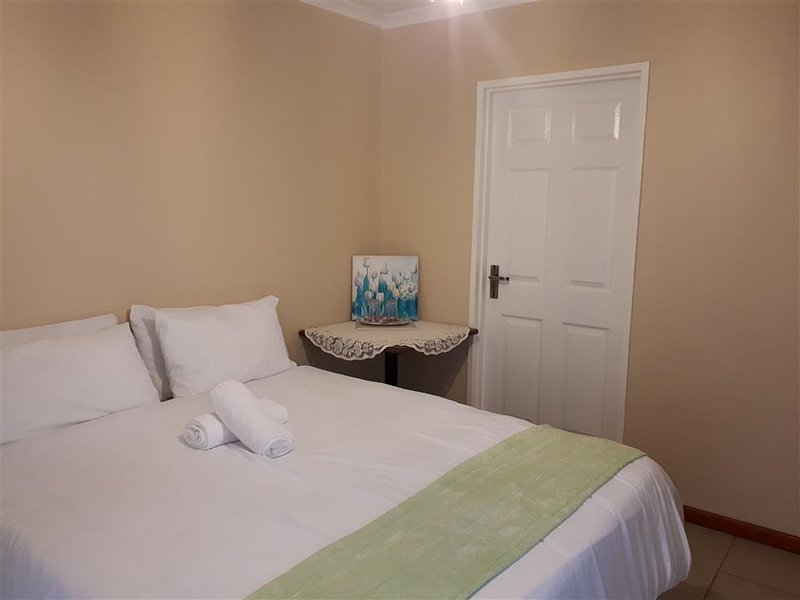 Booked Easy- Near Airport -Budget Double Room, holiday rental in Trawal