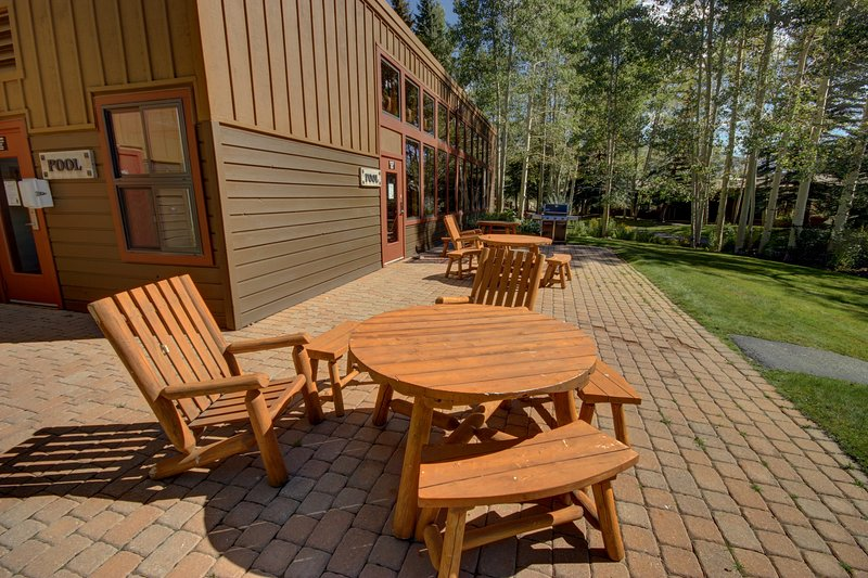 Relax here and entertain your guests with barbecuing and enjoying the summer breeze.