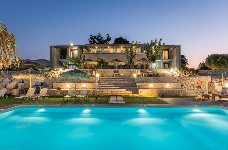 OliveNest | Executive Villa, holiday rental in Perivolia