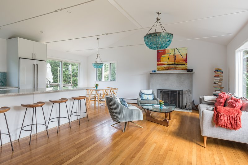 Renovated & Tranquil Montauk House Near Ocean, Bay, Sports - VERY WELL PRICED, vacation rental in Montauk
