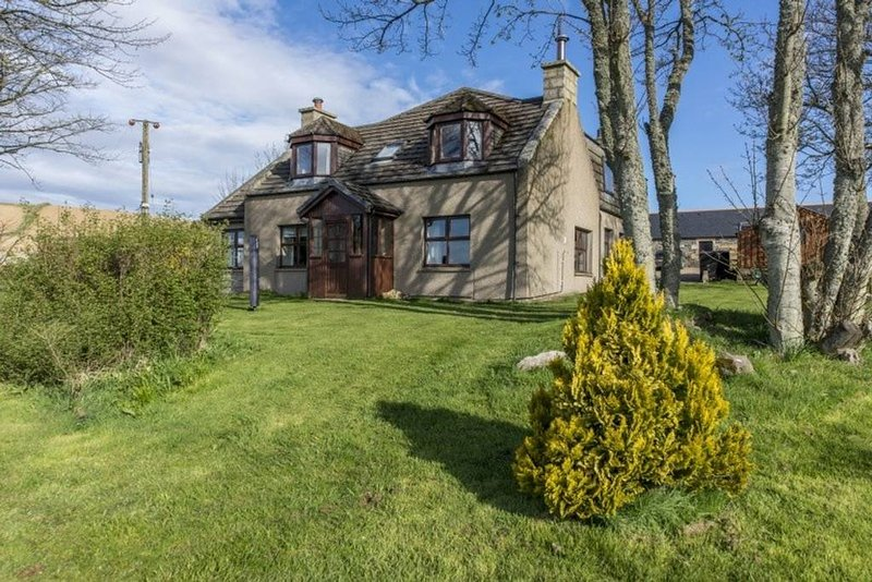 Homely Farmhouse with stunning countryside & Costal boundaries - sleeps 6, holiday rental in Fyvie