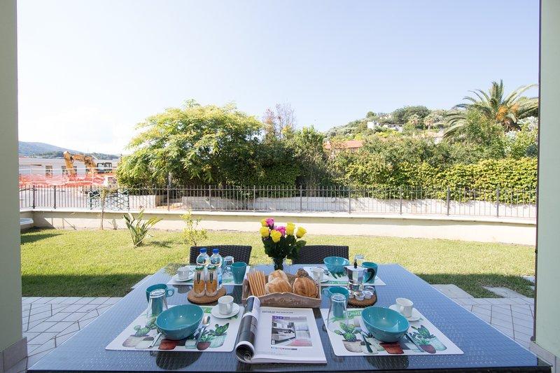 Terrazza esterna privata con giardino