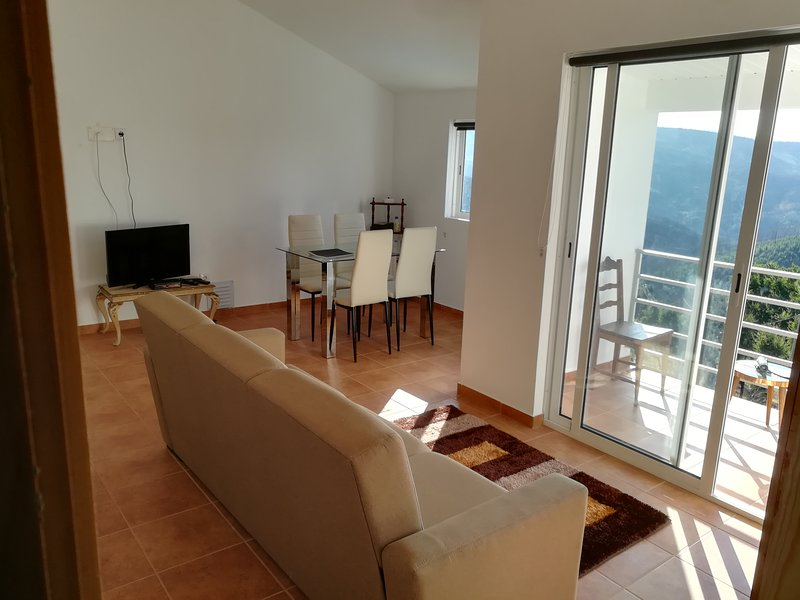 Mountain Apartment Central Portugal Fibre Optic BB Private Terrace, holiday rental in Sobreira Formosa