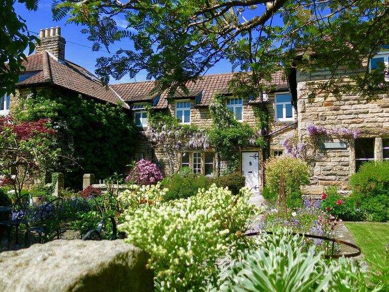 TEVIOT COTTAGE, vibrant cottage, in Corbridge, vacation rental in Corbridge
