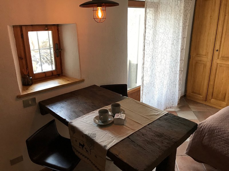 L'intimità : romantico monolocale a 2 km dal centro di  Aosta, vacation rental in Aosta