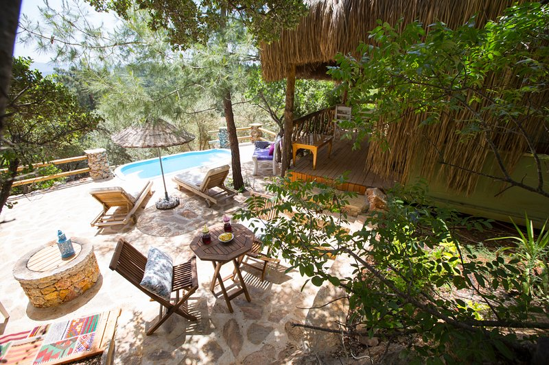 Kuyucak Villa Sleeps 2 with Pool and Air Con - 5669653, location de vacances à Akyaka