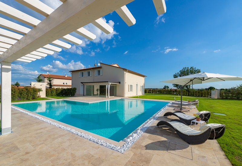 Saette Villa Sleeps 10 with Pool and Air Con - 5674972, holiday rental in Montecatini Terme