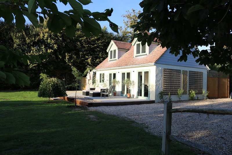 Little Fisher Farm Accommodation, vacation rental in Chichester