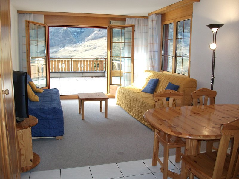 SWITZERLAND SECOND WEEK HALF PRICE! Ski spa hiking year round appartment, vacation rental in Susten