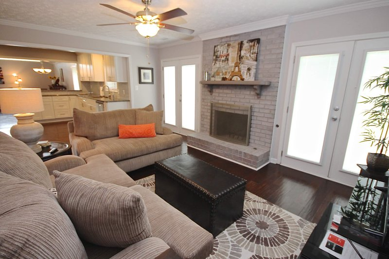 Contemporary Peachtree City HGTV Inspired Ranch - Walk to Everything, vacation rental in Newnan