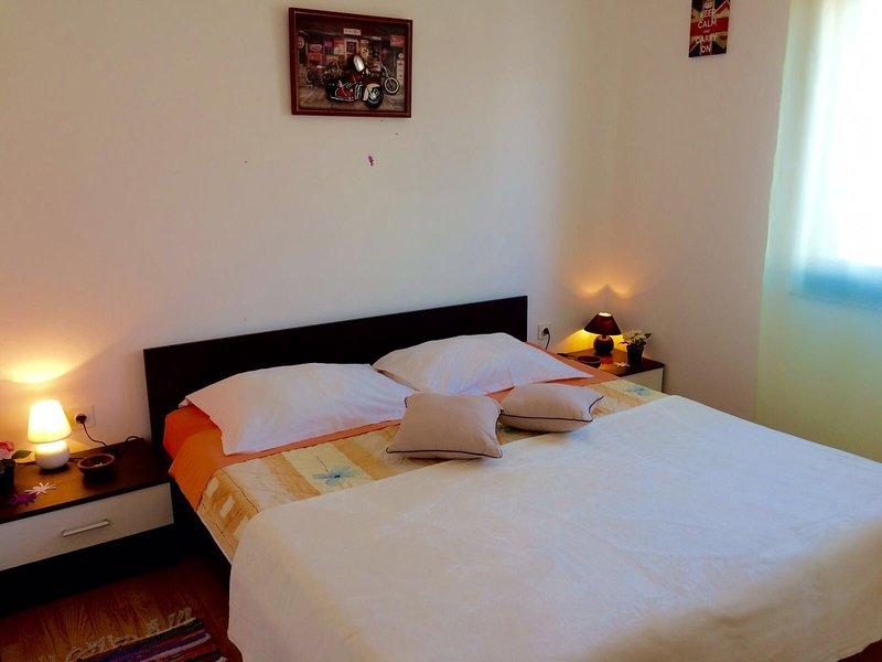 DIVA2 Umag with 2 bathrooms garden & terrace free Wifi, washing machine, parking, alquiler vacacional en Umag