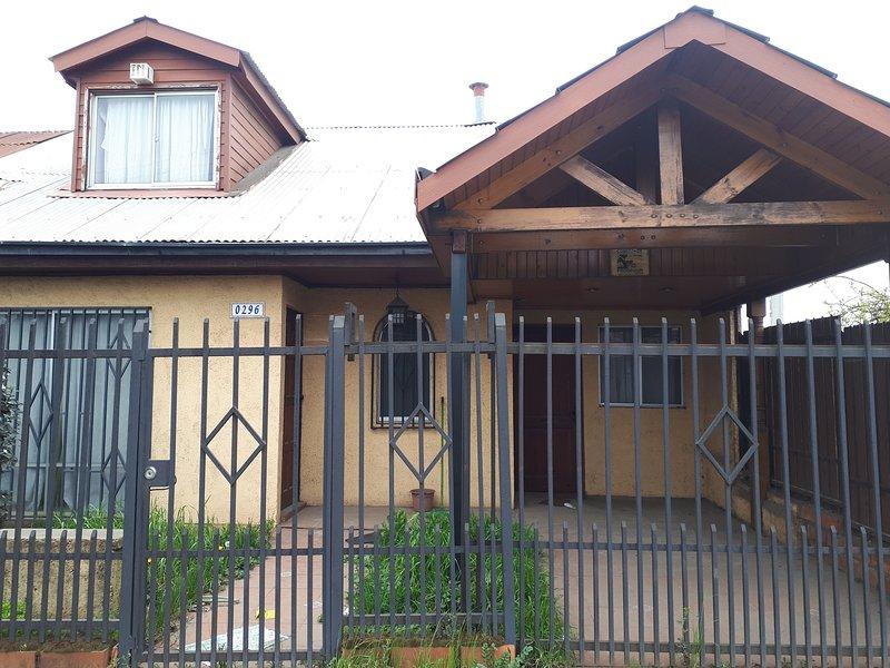Hostel Jessica, casa acogedora, grande, en un sector residencial y comercial., location de vacances à Puente Salto del Laja