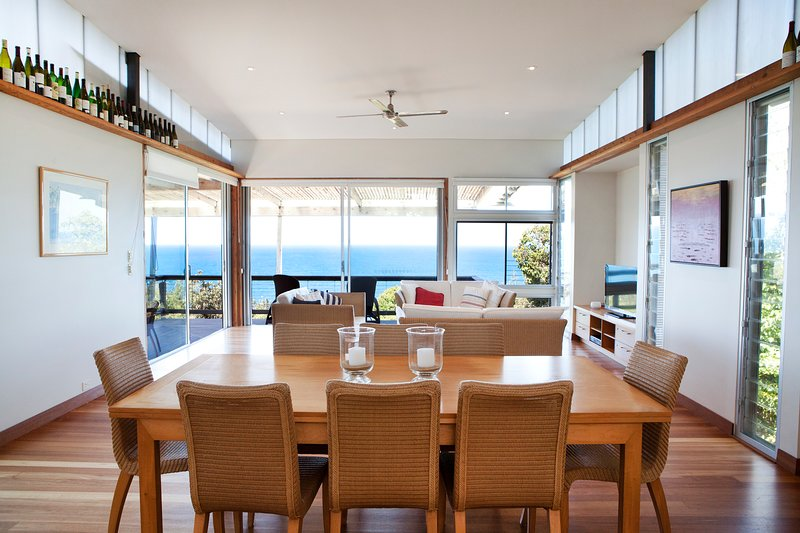 CROWS NEST IN SUNRISE - OCEAN VIEWS, holiday rental in Deepwater