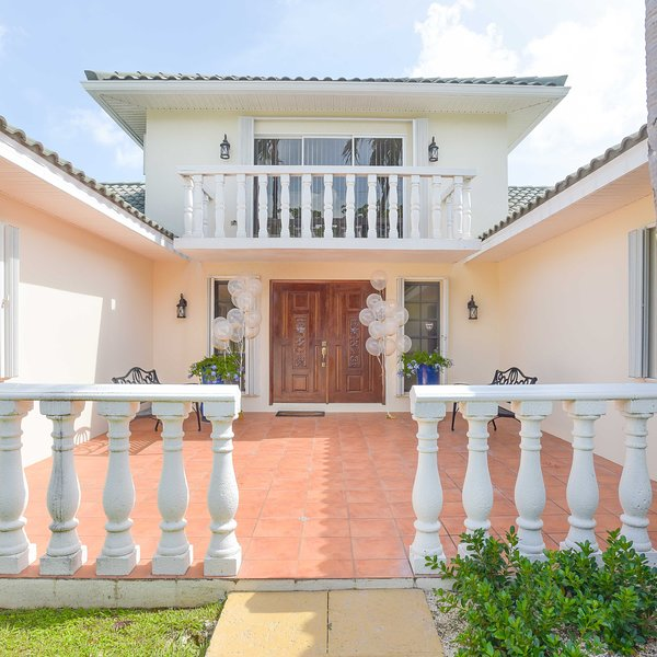 Addison & Lee Cayman Villa, vacation rental in George Town