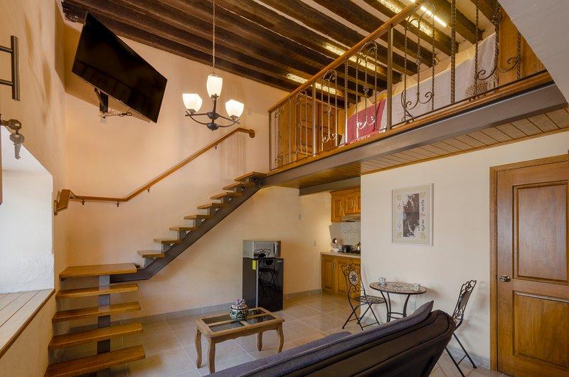 El Portal. Beatiful loft studio at the heart of downtown., location de vacances à Queretaro