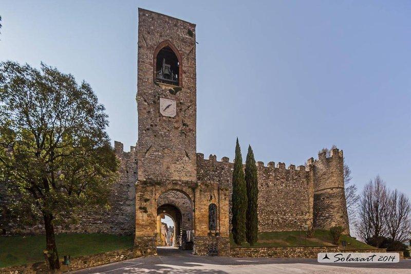 Affascinante appartamento in castello!!, holiday rental in Muscoline