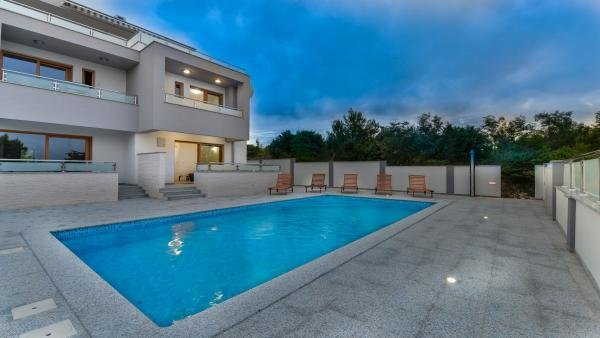 NEW VILLA WITH SWIMMING POOL AND ROOF TERRACE, vacation rental in Zaton