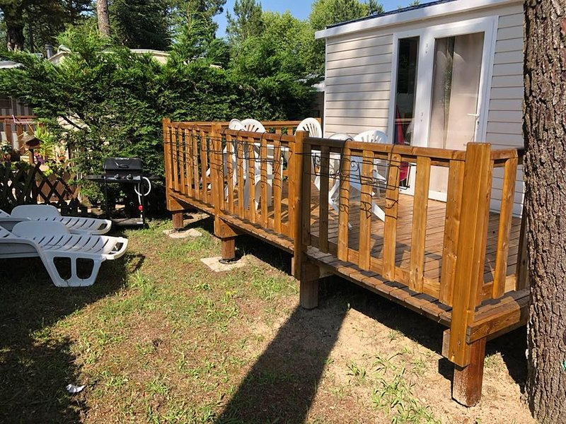 Nice bungalow with shared pool, vacation rental in Saint-Jean-de-Monts