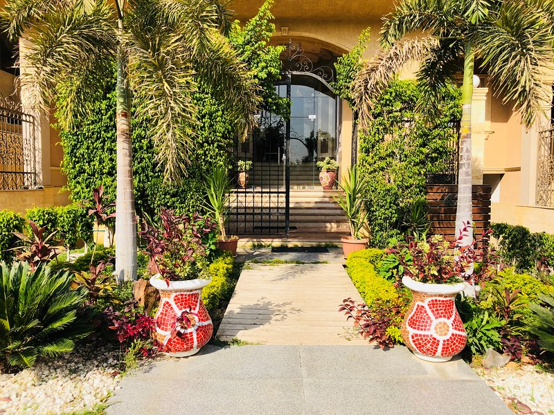 luxury apartment in Gharb el Golf, Qatameya Heights, 5th settlement-New Cairo, location de vacances à Al Rehab