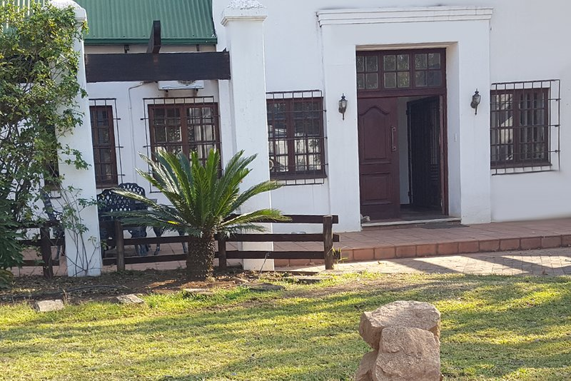 Country Home with a touch of Business, holiday rental in Krugersdorp