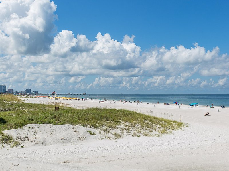 Sunfish Flat Beachfront Condo 3 Beachfront Condo, alquiler de vacaciones en Clearwater