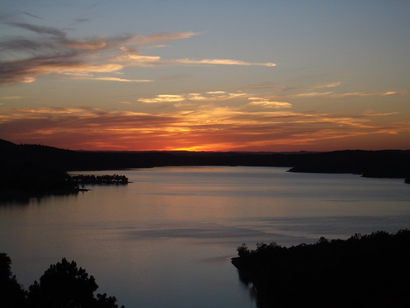 Puesta de sol sobre Table Rock Lake