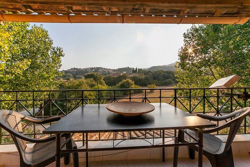 Mediterrane Gastfreundschaft im Xenion, holiday rental in Ermones