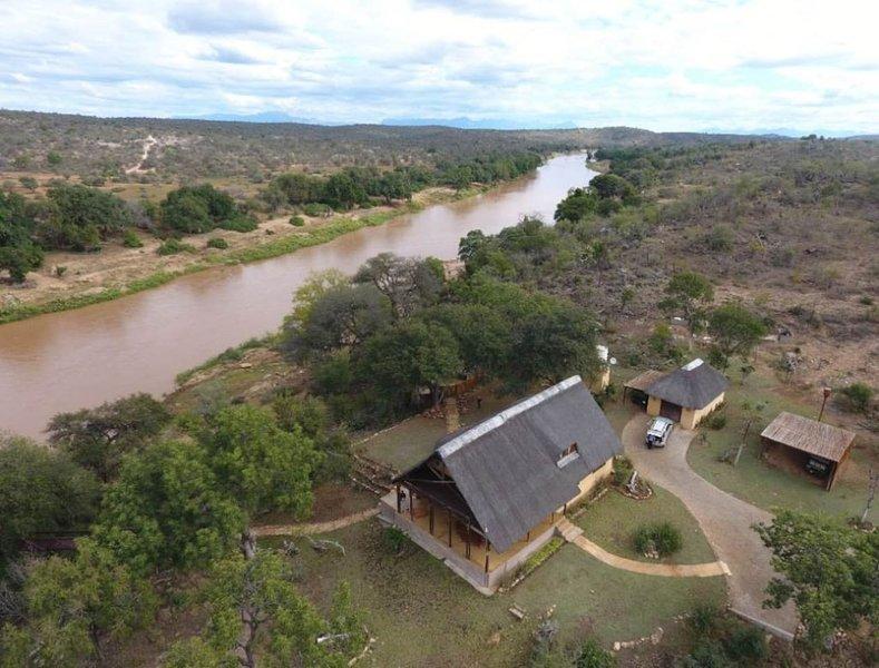 Stunning BIG 5 Safari riverside Property (Kruger National Park), holiday rental in Phalaborwa