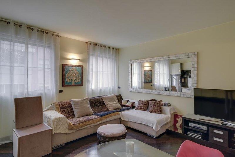 Great Location Milan Apartment! Walking distance to Downtown, Navigli & Bocconi!, holiday rental in Locate di Triulzi