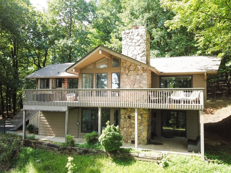 Away from it All Luxury Rental Home in Big Canoe Resort, holiday rental in Marble Hill