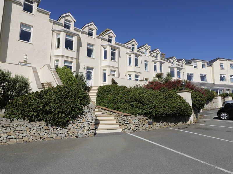 TREARDDUR VIEWS, bay views, Holyhead, vacation rental in Holyhead
