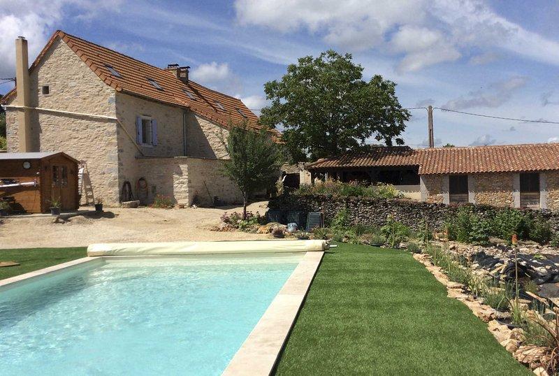 Rustig gelegen groepsaccommodatie met privé zwembad, vacation rental in Labastide-de-Penne