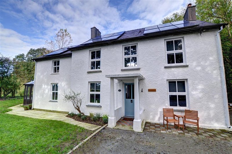 Aberelwyn Mill: Spacious, Detached House in West Wales Countryside - WAV433, location de vacances à Clydey
