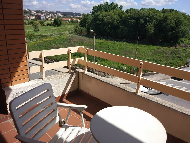 Nice apt with balcony, holiday rental in Ermesinde