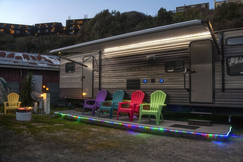 Cowabunga - A luxury trailer just minutes from our private dock in the harbor /, location de vacances à Fort Bragg